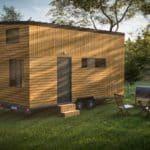 Come installare una casa minuscola su un terreno?
