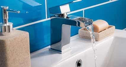Bagno personalizzato per una casa minuscola